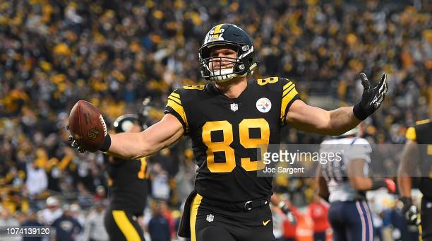 Vance McDonald of the Pittsburgh Steelers reacts after a 5 yard touchdown reception in the first quarter during the game against the New England...