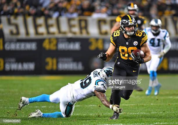 Vance McDonald of the Pittsburgh Steelers runs upfield after a catch during the third quarter in the game against the Carolina Panthers at Heinz...