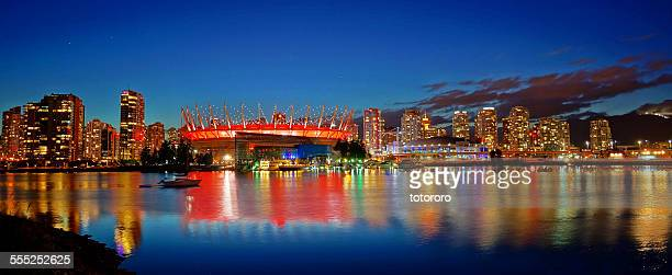 vancouver bc place in red at night - bcプレイス・スタジアム ストックフォトと画像