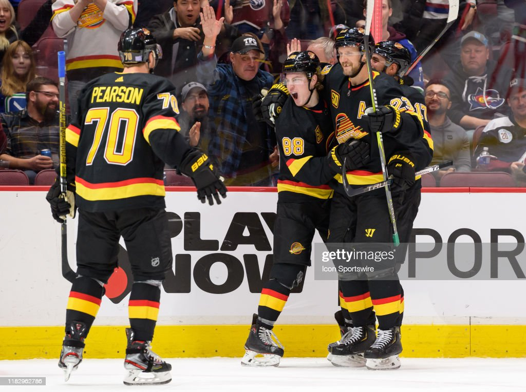 NHL: NOV 16 Avalanche at Canucks : News Photo