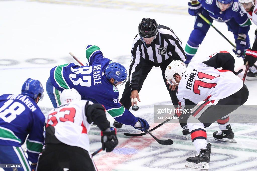 NHL: SEP 23 Preseason - Senators v Canucks : Fotografía de noticias