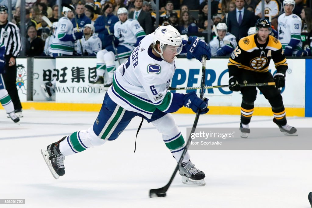 NHL: OCT 19 Canucks at Bruins : News Photo