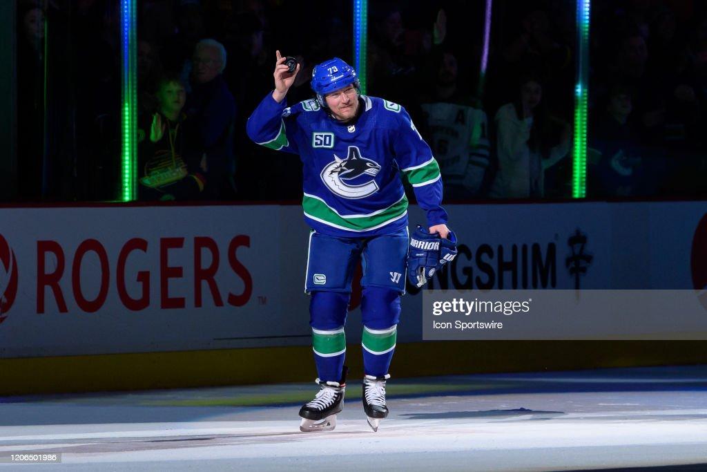 NHL: MAR 10 Islanders at Canucks : News Photo