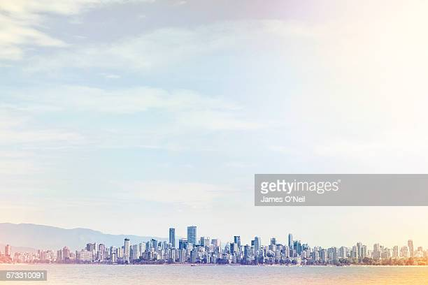 vancouver city from a distance - skyline imagens e fotografias de stock