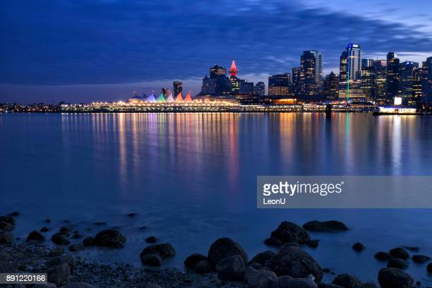 vancouver skyline at night,  canada - stanley park vancouver canada stock pictures, royalty-free photos & images