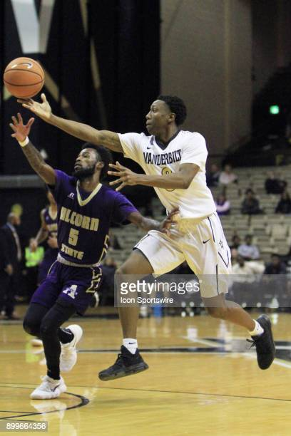 Vanderbilt Commodores guard Saben Lee throws a lob pass to a teammate in the second half of a nonconference game between the Vanderbilt Commodores...