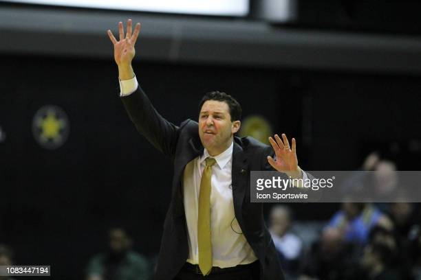 Vanderbilt Commodores head coach Bryce Drew calls out a play from the sideline during a game between the Vanderbilt Commodores and South Carolina...