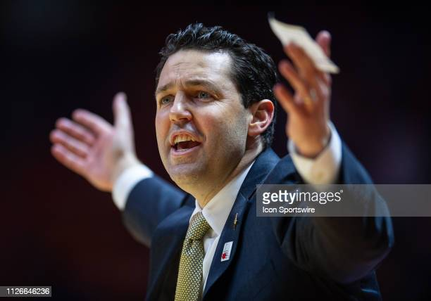 Vanderbilt Commodores head coach Bryce Drew coaching during a college basketball game between the Tennessee Volunteers and Vanderbilt Commodores on...