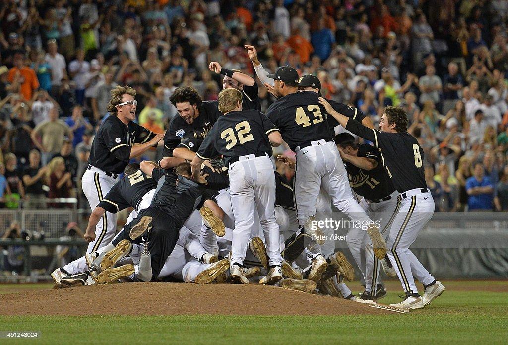 College World Series - Vanderbilt v Virginia - Game Three : News Photo
