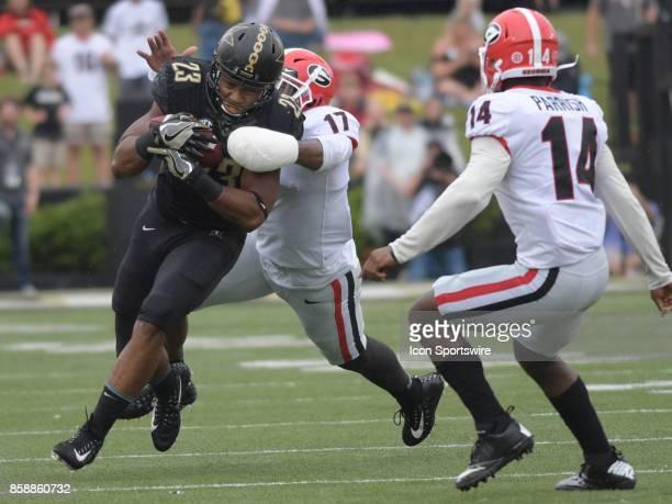 Vanderbilt Commodores running back Khari Blasingame rushes the ball as Georgia Bulldogs linebacker Davin Bellamy reaches to tackle him during the...