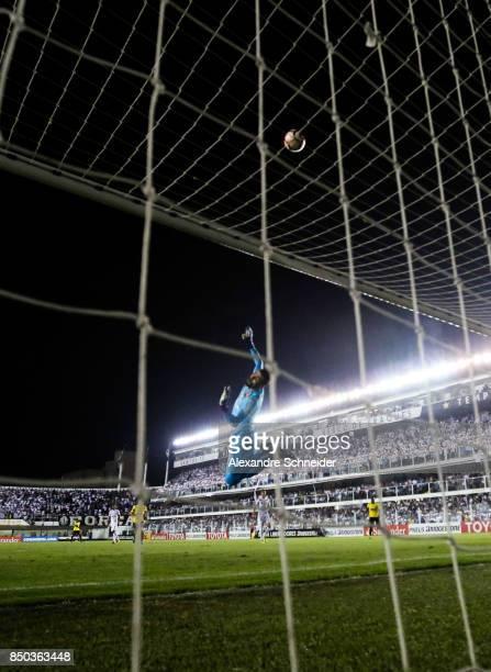 Vanderlei of Santos in action during the match against Barcelona de Guayaquil for the Copa Bridgestone Libertadores 2017 at Vila Belmiro Stadium on...