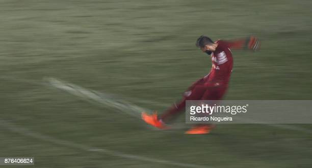 Vanderlei of Santos in action during the match between Santos and Gremio as a part of Campeonato Brasileiro 2017 at Vila Belmiro Stadium on November...