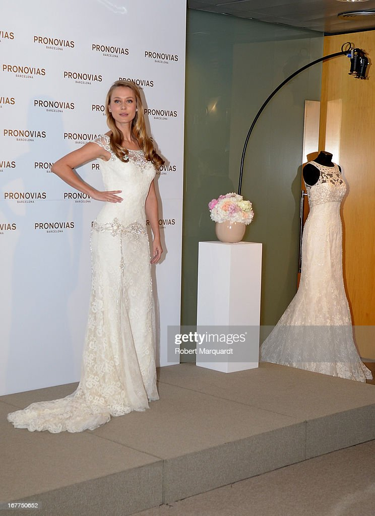 Vanesa Lorenzo Presents The New Bridal Collection By Atelier Ovias At Showroom On April