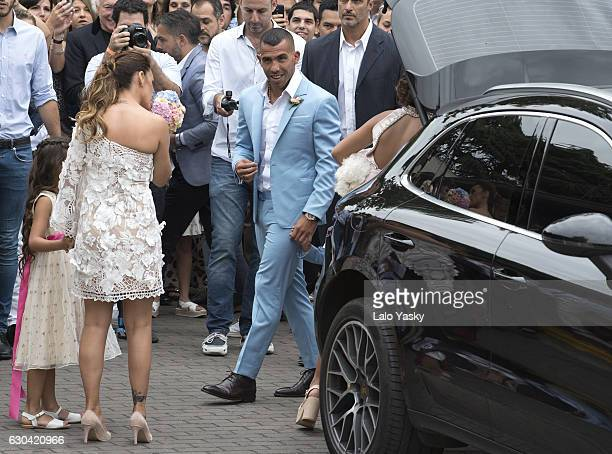 Vanesa Mansilla and Carlos Tevez arrive to the San Isidro City Hall for their civil wedding ceremony on December 22 2016 in Buenos Aires Argentina