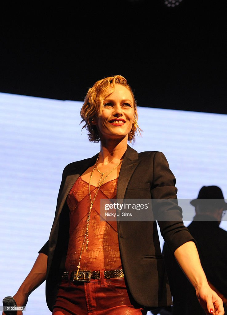 Vanesa Paradis Performs At The Forum In London : ニュース写真