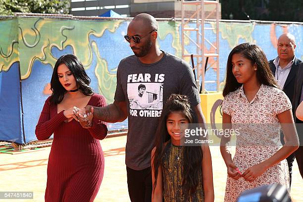 Vanessa Bryant former NBA player Kobe Bryant Gianna Bryant and Natalia Bryant arrive at Nickelodeon Kids' Choice Sports Awards 2016 at UCLA's Pauley...