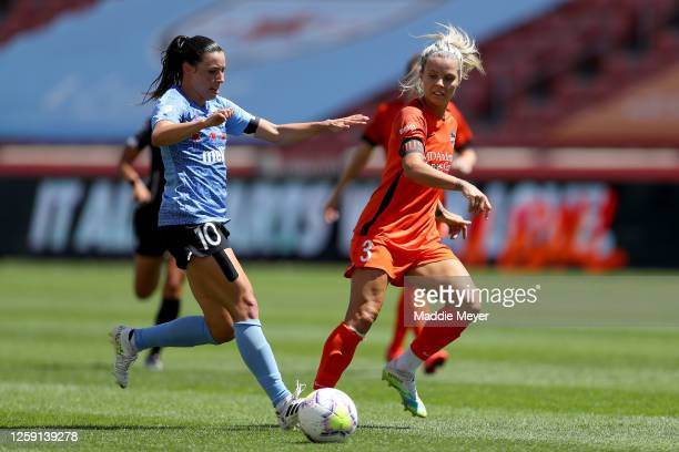 Vanessa Di Bernardo of Chicago Red Stars runs with the ball against Rachel Daly of Houston Dash during the second half in the championship game of...
