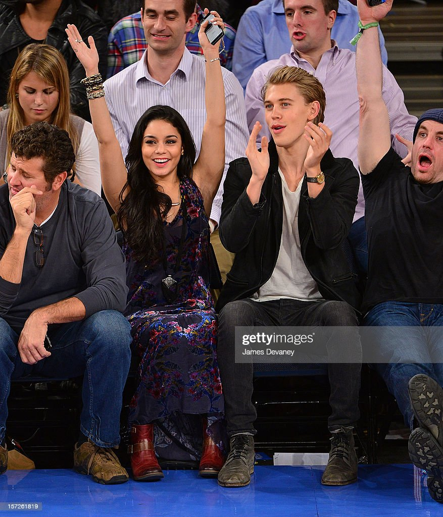 Celebrities Attend The Washington Wizards Vs New York Knicks Game : News Photo