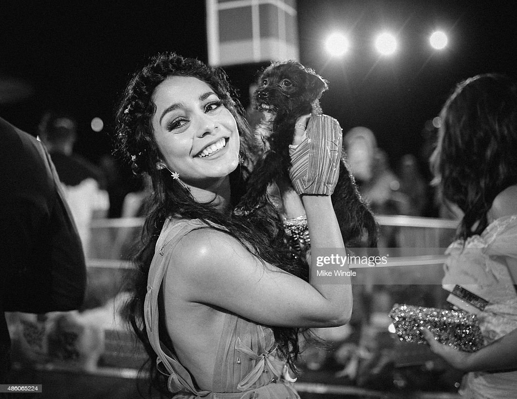 Vanessa Hudgens attends the 2015 MTV Video Music Awards at Microsoft Theater on August 30, 2015 in Los Angeles, California.