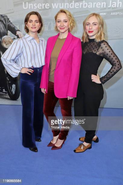 "Vanessa Loibl, Anna Maria Muehe and Elisa Schlott attend the ""Unsere wunderbaren Jahre"" press conference on January 27, 2020 in Hamburg, Germany."