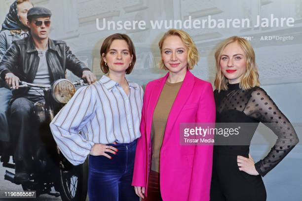 """Vanessa Loibl, Anna Maria Muehe and Elisa Schlott attend the """"Unsere wunderbaren Jahre"""" press conference on January 27, 2020 in Hamburg, Germany."""