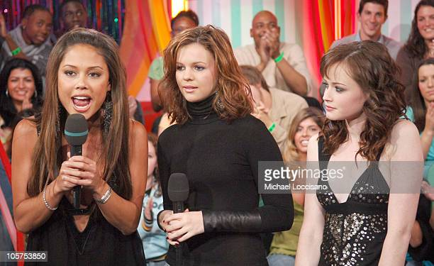Vanessa Minnillo Amber Tamblyn and Alexis Bledel