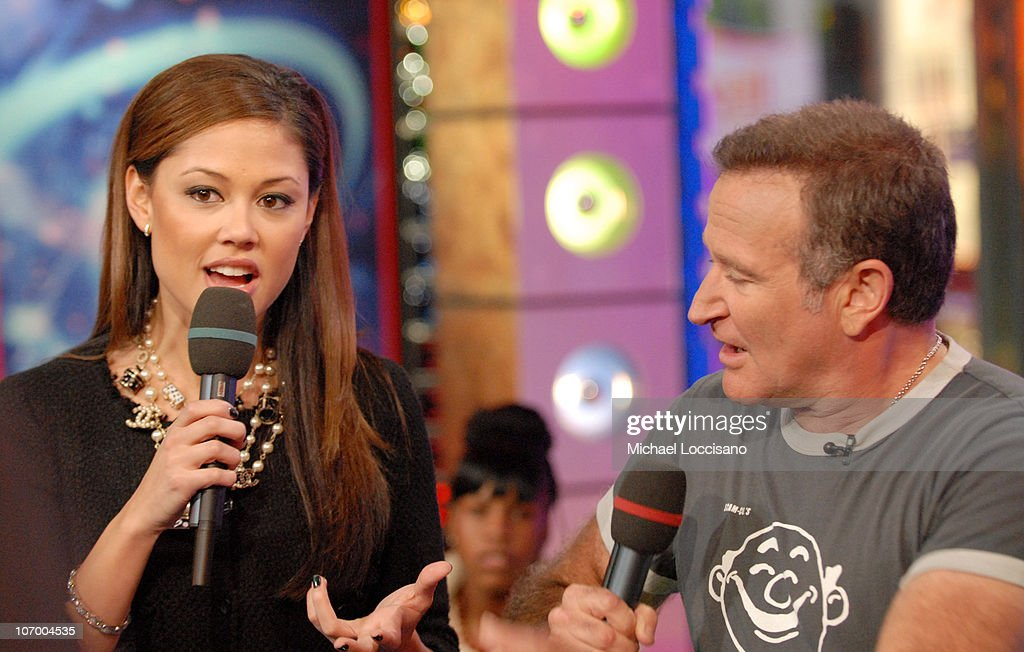 Vanessa Minnillo and Robin Williams during Robin Williams, Elijah Wood, Snoop Dogg and Panic! At The Disco Visit MTV's 'TRL' - November 14, 2006 at MTV Studios - Times Square in New York City, New York, United States.