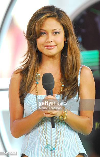 "Vanessa Minnillo during Rihanna Visits MTV's ""TRL"" - July 25,2006 at MTV Studios - Times Square in New York City, New York, United States."