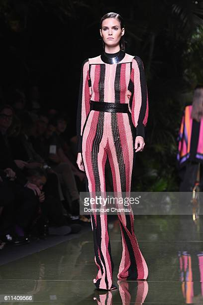 Vanessa Moody walks the runway during the Balmain show as part of the Paris Fashion Week Womenswear Spring/Summer 2017 on September 29, 2016 in...