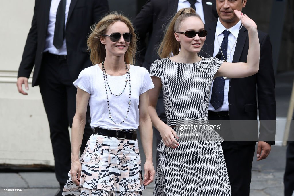 Chanel : Outside Arrivals - Paris Fashion Week - Haute Couture Fall Winter 2018/2019 : News Photo