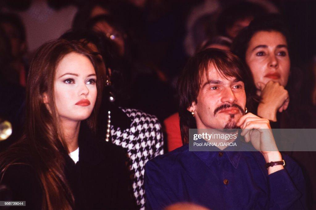 Vanessa Paradis et Florent Pagny au défilé Chanel en 1991 : News Photo