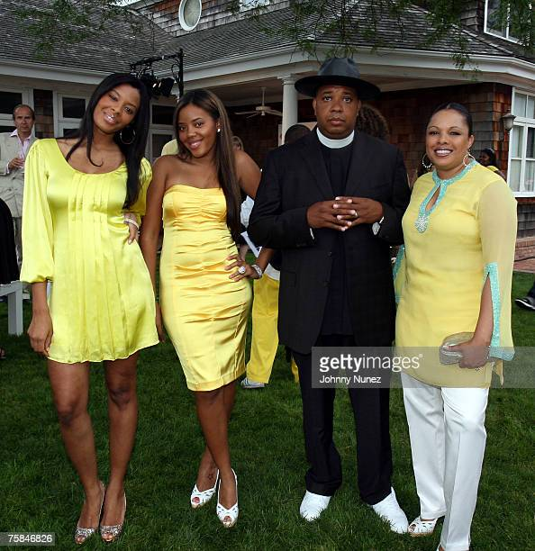 Vanessa Simmons Angela Simmons Reverend Run and Justine Simmons attend the 8th Annual Art For Life Not So Mellow Yellow Auction July 28th 2007 in...