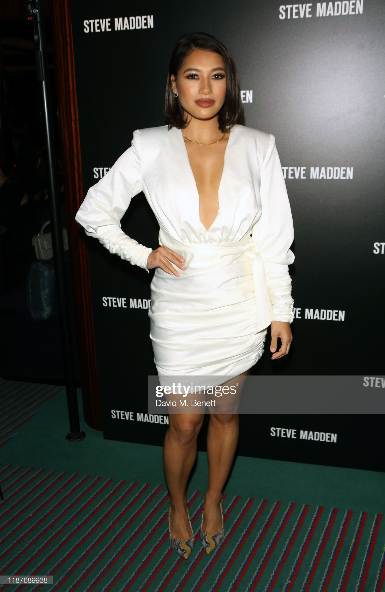 ¿Cuánto mide Vanessa White? - Altura - Real height Vanessa-white-attends-a-cocktail-party-to-celebrate-steve-maddens-picture-id1187689938?s=2048x2048