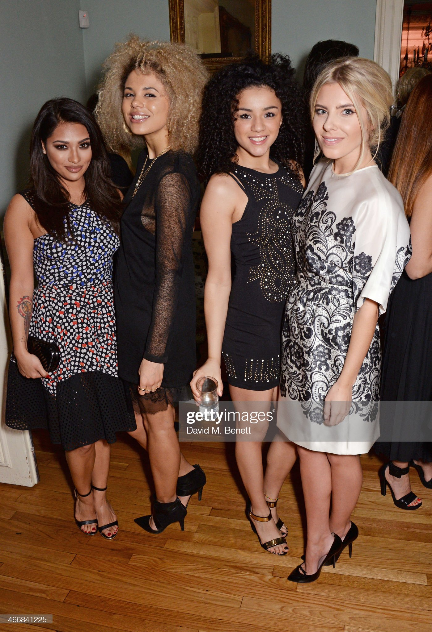 ¿Cuánto mide Mollie King? - Altura - Real height Vanessa-white-jess-plummer-shereen-cutkelvin-and-mollie-king-attend-picture-id466841225?s=2048x2048
