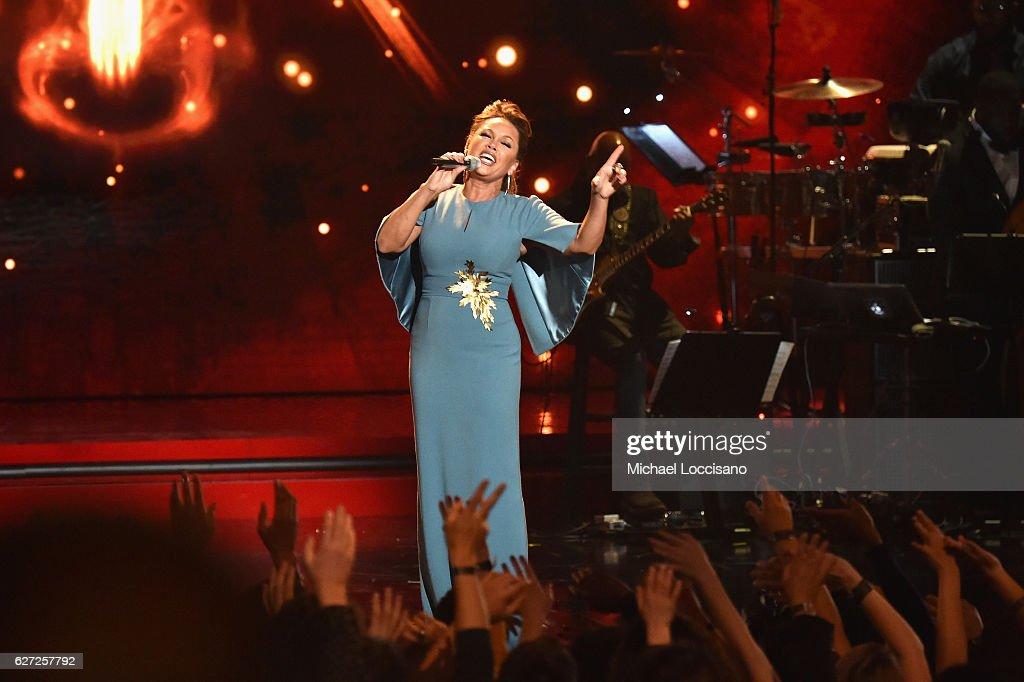 2016 VH1's Divas Holiday: Unsilent Night - Inside : News Photo