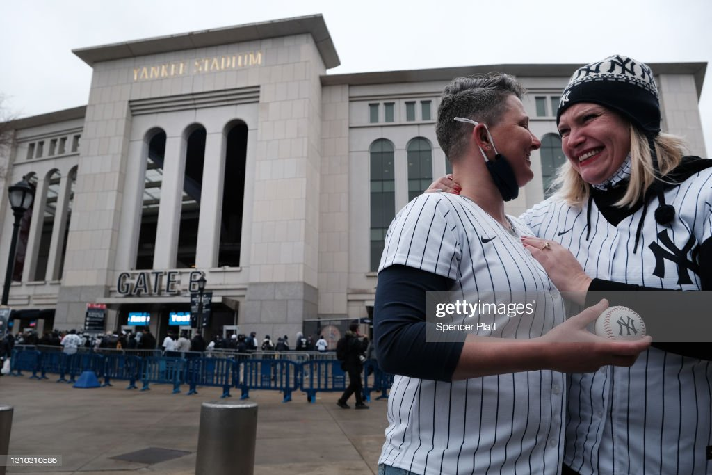 Fans Return To Parks Across The Nation On Baseball's Opening Day : News Photo