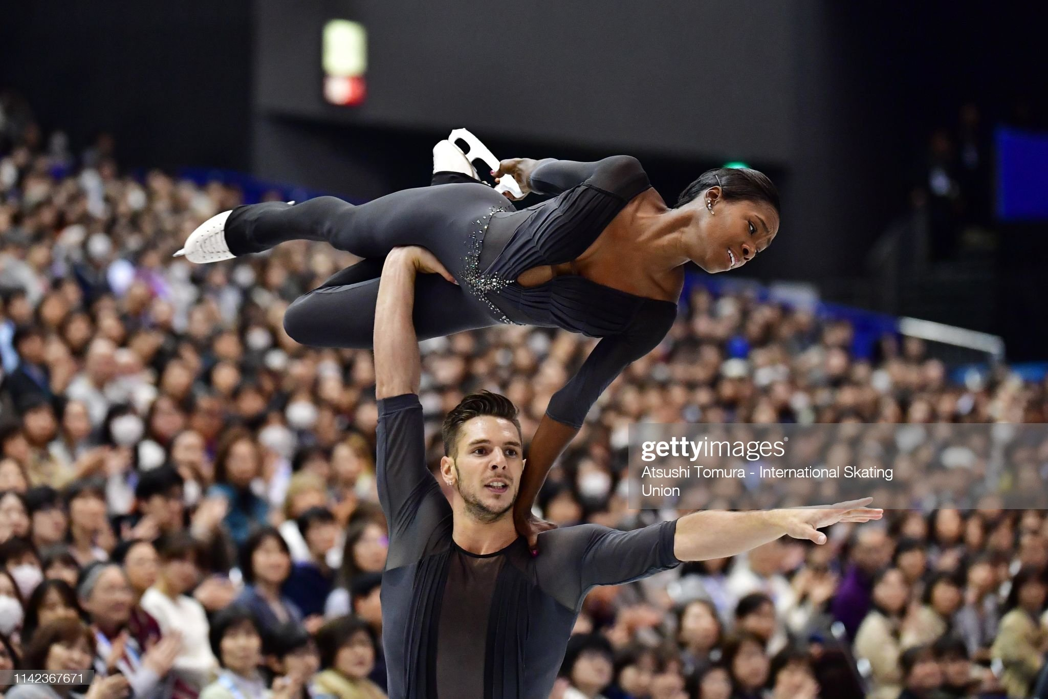 Франция земная - Страница 13 Vanessajames-and-morgancipres-of-france-compete-in-the-pair-free-on-picture-id1142367671?s=2048x2048