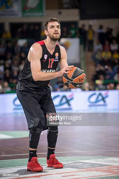 Vangelis Mantzaris #17 of Olympiacos Piraeus in action during the Turkish Airlines Euroleague Basketball Regular Season Round 9 game between Limoges...