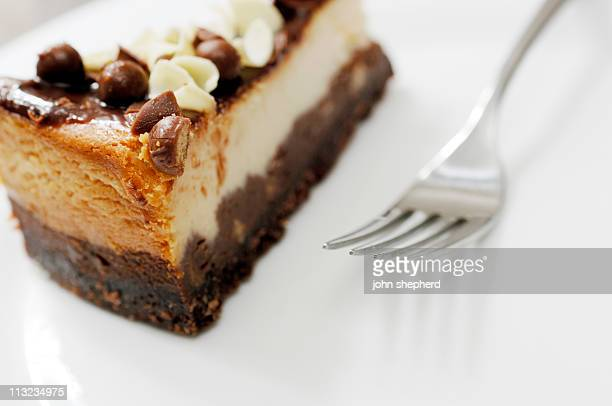 cheesecake à la vanille et chocolat avec fourchette