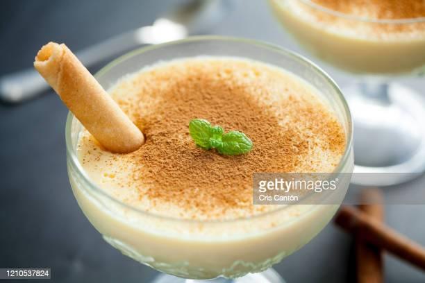 vanilla custard with cinnamon - cris cantón photography fotografías e imágenes de stock