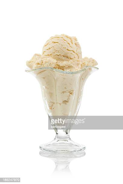 vanilla ice cream in sundae cup - glas serviesgoed stockfoto's en -beelden