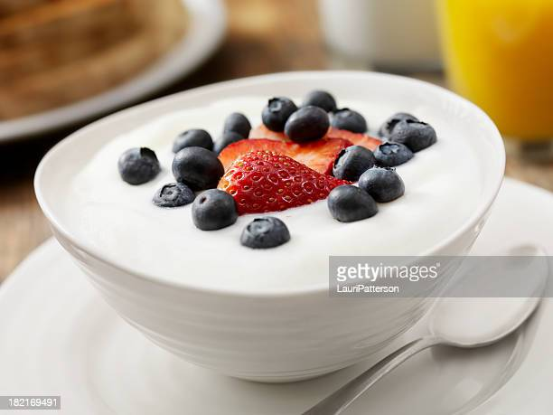 vanilla yogurt with fresh fruit - yogurt stock pictures, royalty-free photos & images