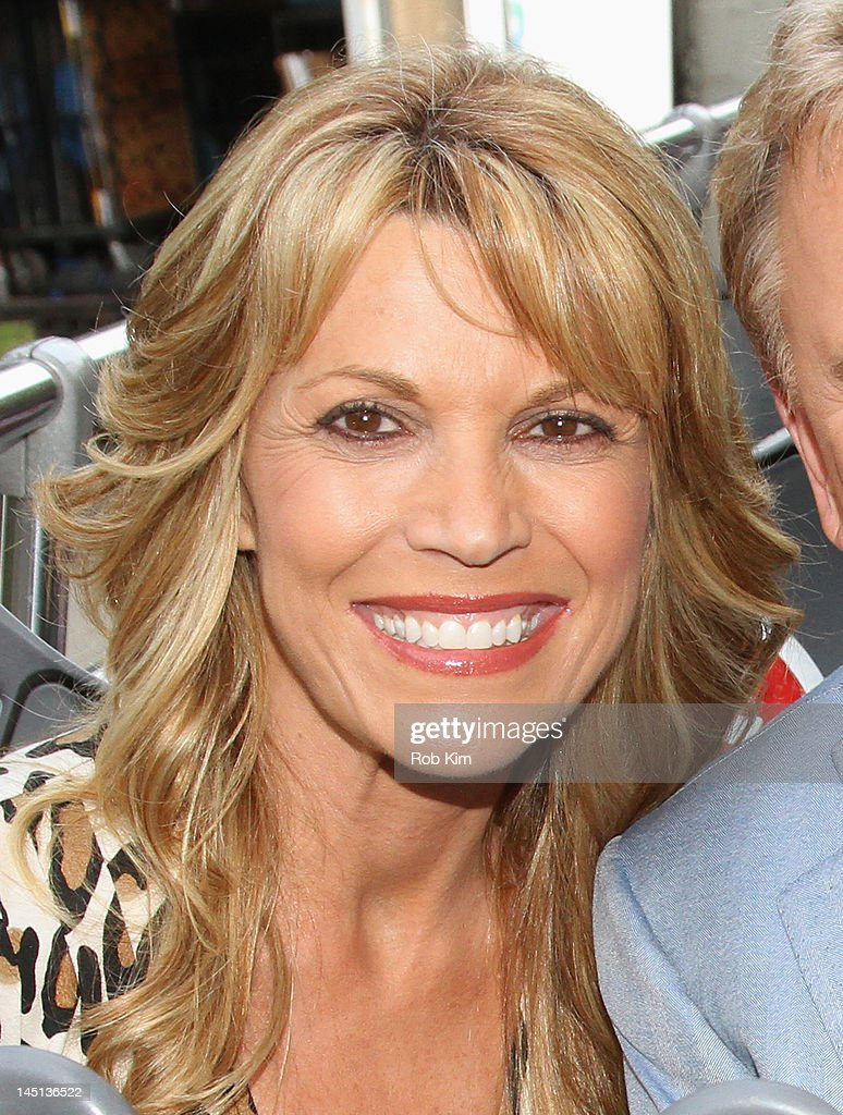 Vanna White Nude Photo Top vanna-white -of-wheel-of-fortune-is-honored-by-gray-line-new-yorks-of-picture-id145136522