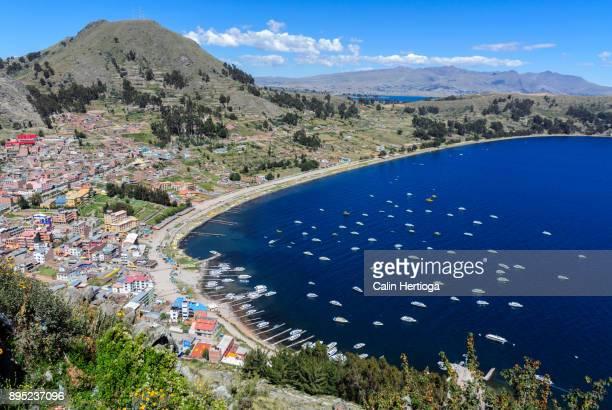 vantage point view of copacabana, bolivia on the shore of lake titicaca - bucht stock-fotos und bilder