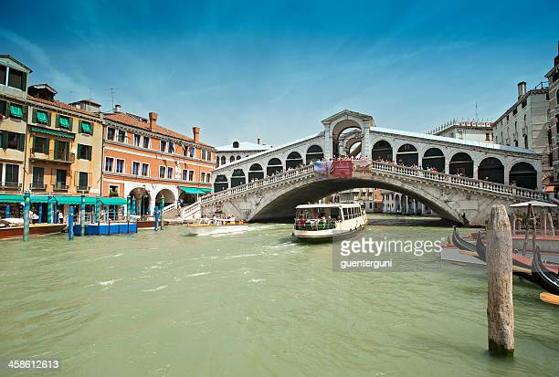 vaporetto boat under rialo bridge, canale grande, venice, italy - vaporetto stock pictures, royalty-free photos & images