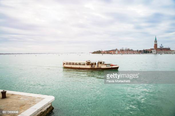 vaporetto, venice water bus - vaporetto stock pictures, royalty-free photos & images
