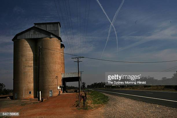 Vapour trails from jets criss cross the skies over Baan Baa grain silo between Gunnedah and Narrabri in North West NSW 28 November 2006 SMH Picture...