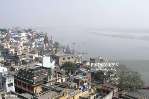 varanasi city center and ganges river in the morning, india - argenberg fotografías e imágenes de stock