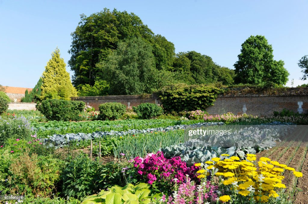 Gardens of the 'Chateau de Miromesnil' castle. : News Photo