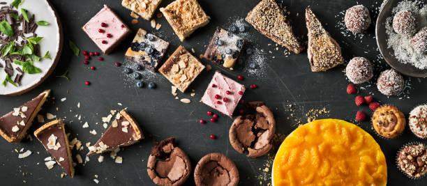 variation of sweet cakes on table - 餐後甜品 個照片及圖片檔